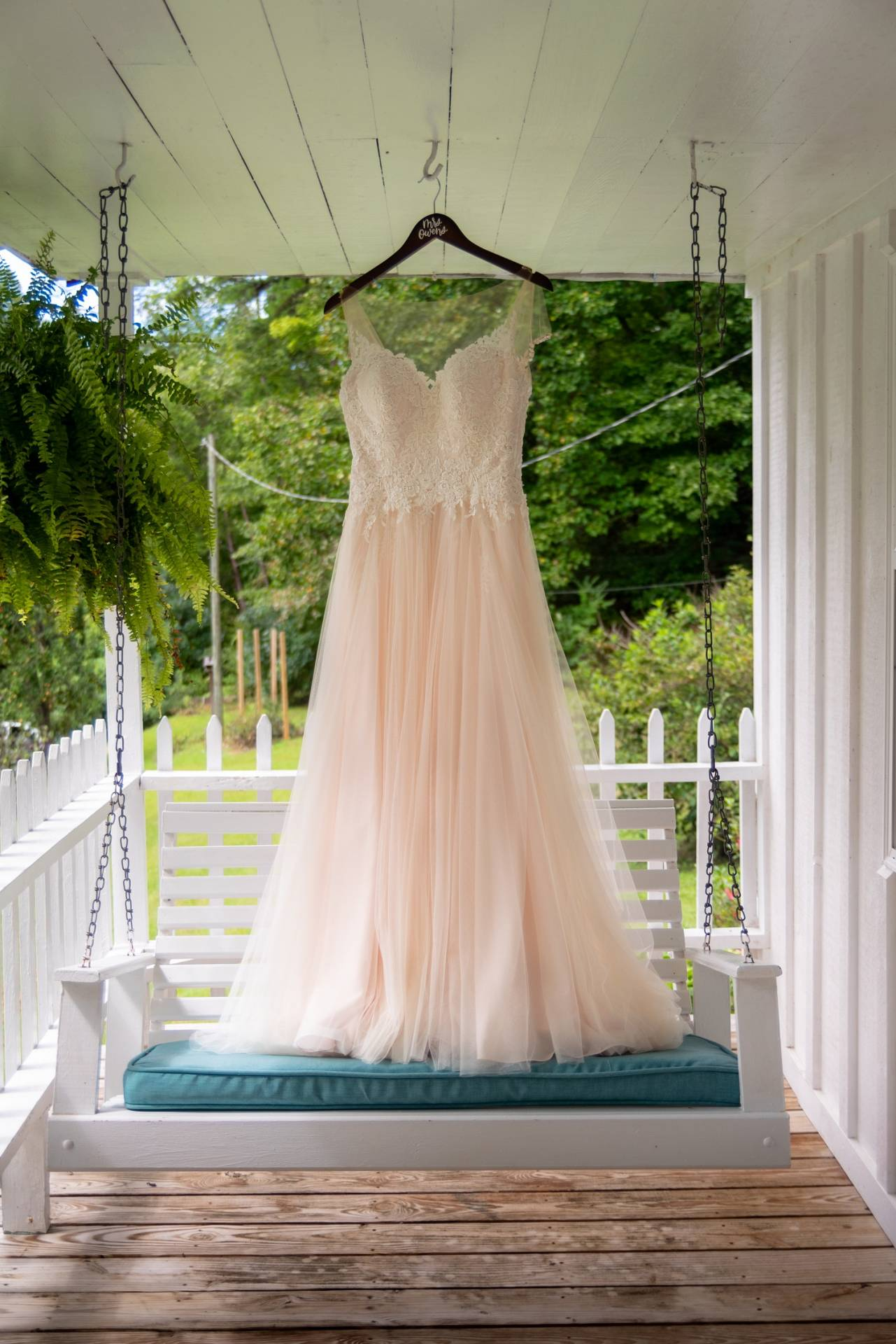 white wedding dress, wedding dress pinterest, wedding dress instagram, mountain wedding, Smoky Mountain wedding, Smoky Mountain wedding photography, Pigeon Forge wedding photography